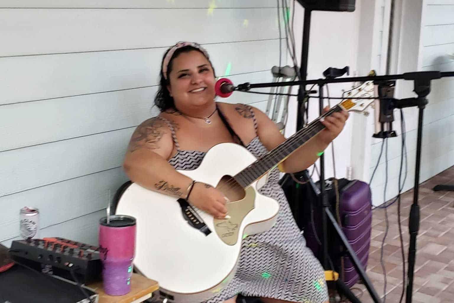 Victoria Leigh at Guanabanas